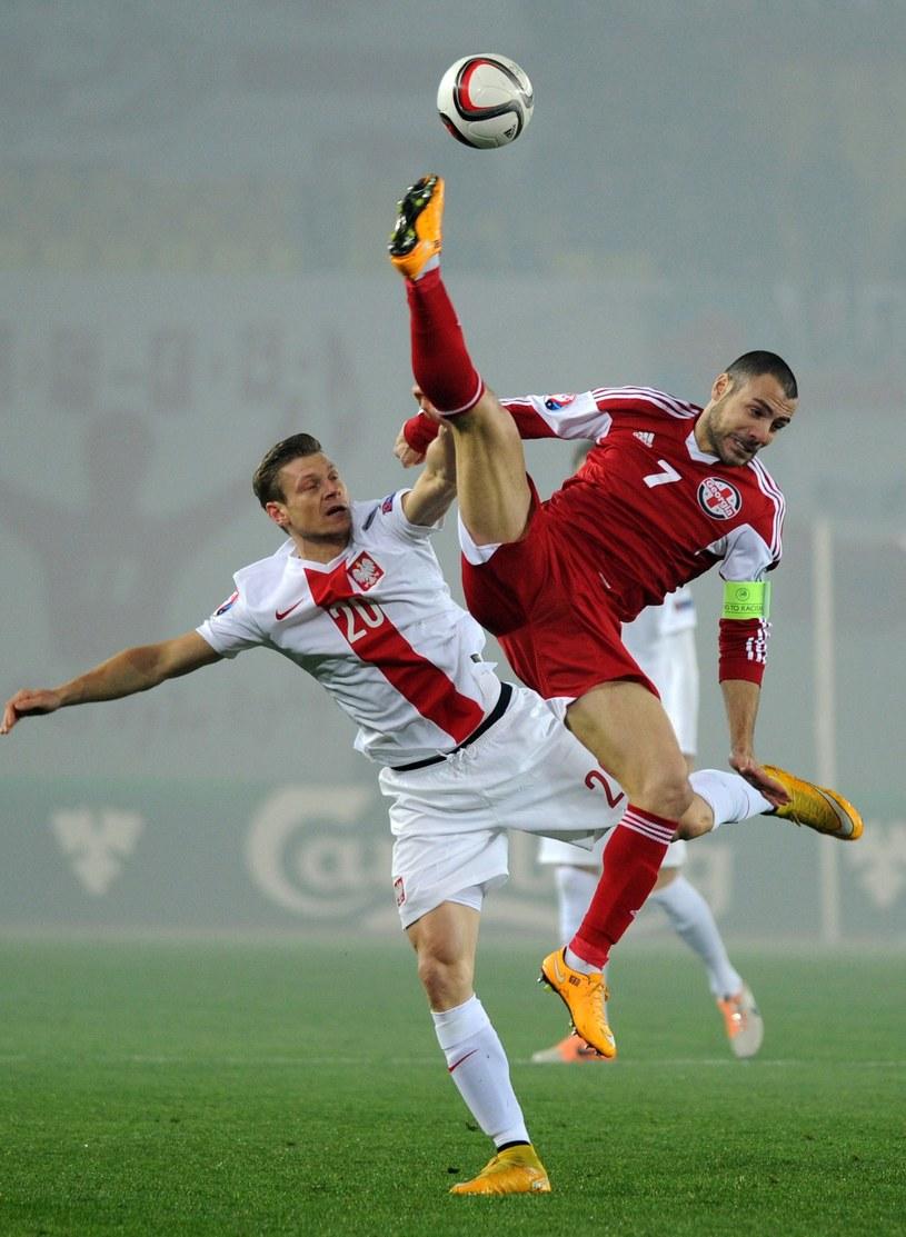 Łukasz Piszczek (z lewej) podczas meczu eliminacyjnego z Gruzją /AFP