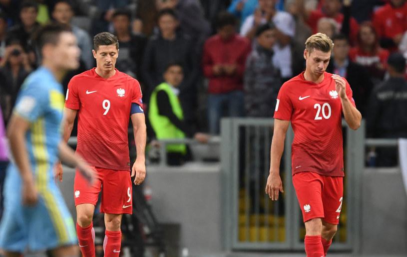 Łukasz Piszczek (z prawej) i Robert Lewandowski po meczu z Kazachstanem /Bartłomiej Zborowski /PAP