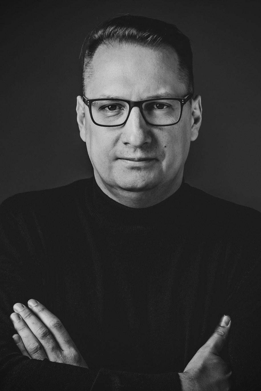 """Łukasz Staniszewski, autor książki """"Małe Grozy"""" /"""