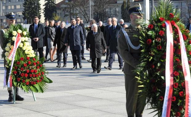 """Łukasz Szumowski o grupie polityków PiS na pl. Piłsudskiego: """"Zgoda, odległości powinny być większe"""""""