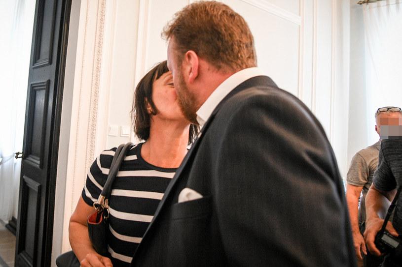 Łukasz Szumowski z żoną Anną tuż po złożeniu dymisji 18 sierpnia /Jacek Dominski/ /Reporter