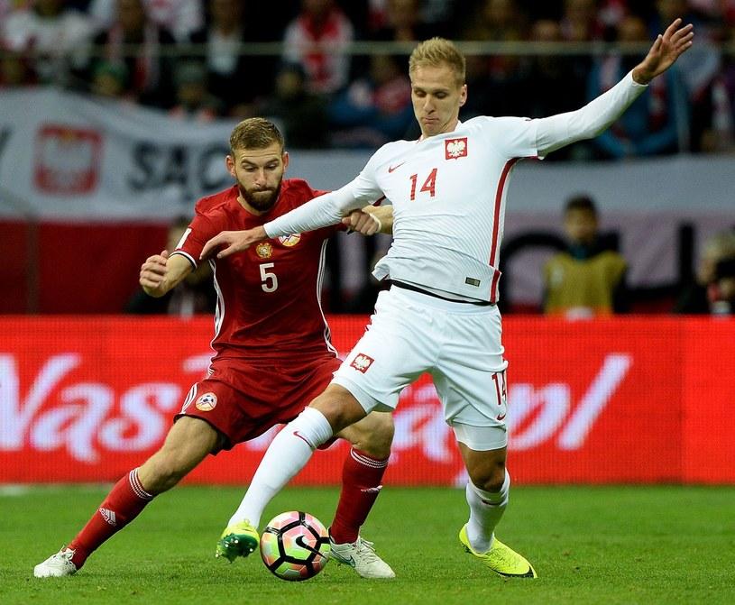 Łukasz Teodorczyk (z prawej) i Gael Andonian podczas meczu Polska - Armenia /AFP