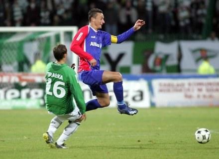 Łukasz Trałka (z lewej) zaliczył asystę przy gola dla Lechii. Fot. Dariusz Hermiesz. /Agencja Przegląd Sportowy