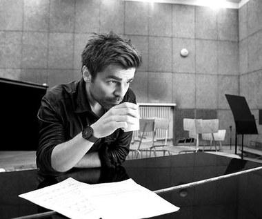 Łukasz Zagrobelny bawi się muzyką