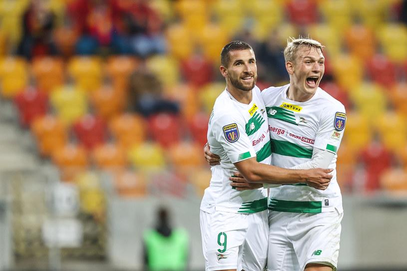 Łukasz Zwoliński (z lewej) zdobył dwie bramki dla Lechii Gdańsk w meczu Pucharu Polski z Jagiellonią w Białymstoku /Łukasz Grochala / CYFRASPORT / NEWSPIX /Newspix