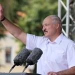 Łukaszenka: Nie będziemy się godzić z wywieszaniem w Grodnie polskich flag