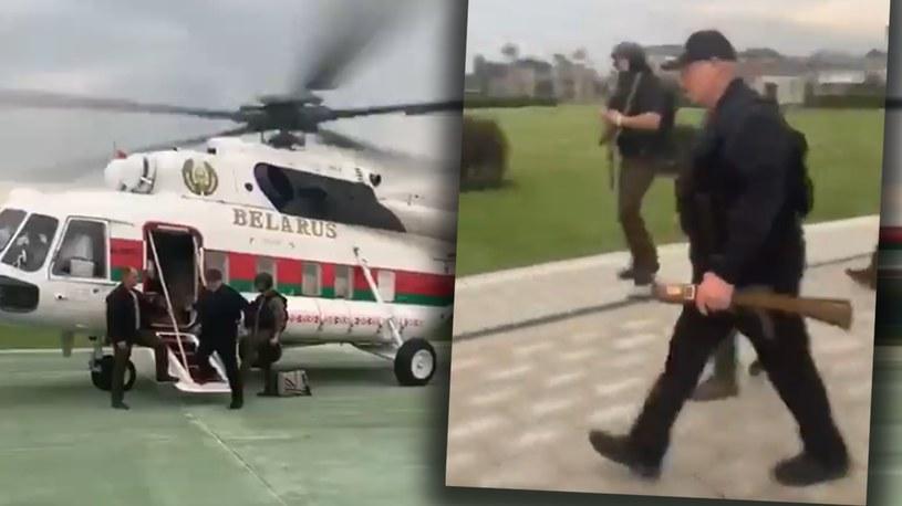 Łukaszenka po wylądowaniu przed Pałacem Niepodległości, kadry z nagrań z mediów społecznościowych /Twitter