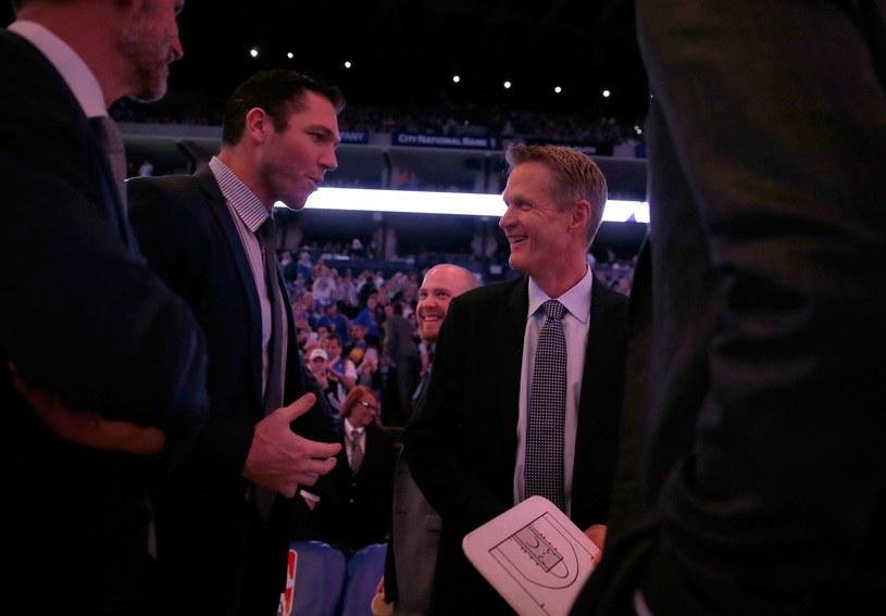 Luke Walton (z lewej) i Steve Kerr /AFP