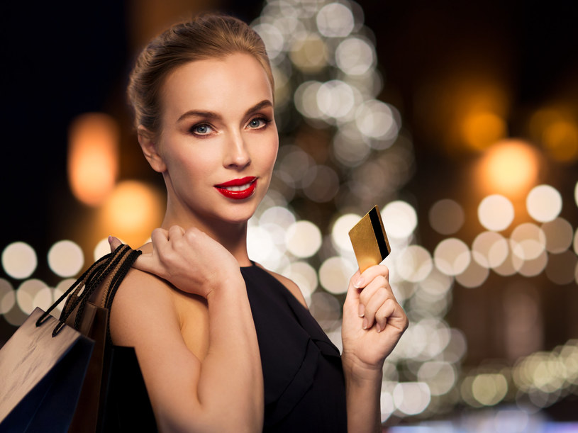 """""""Luksusowe żony"""" mogą dbać o siebie: chodzić do kosmetyczki, na zakupy, do spa. Często biorą udział w bankietach branżowych /123RF/PICSEL"""