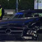 Luksusowy Mercedes wjechał do przejścia