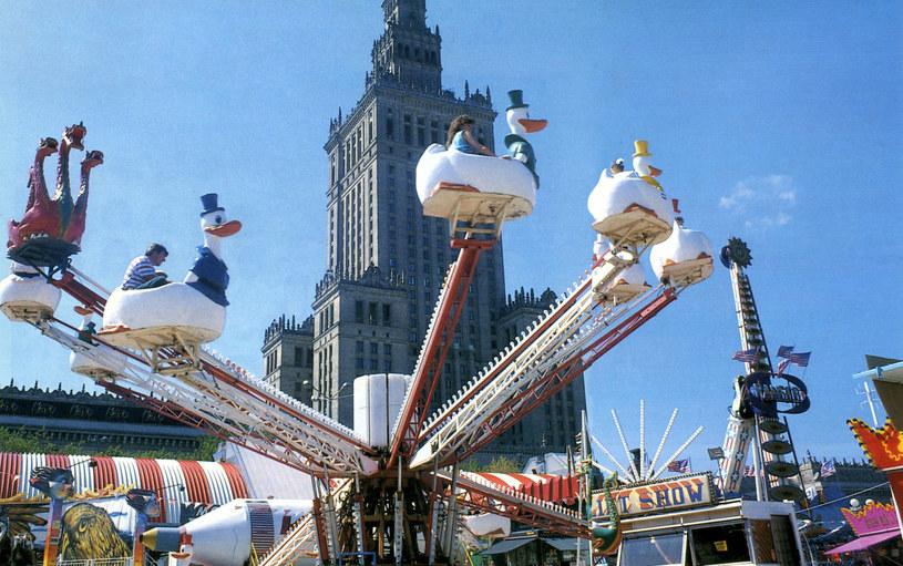 """Lunapark """"Cricoland"""" pod Pałacem Kultury i Nauki w Warszawie w 1993 roku /Wojciech Laski /East News"""