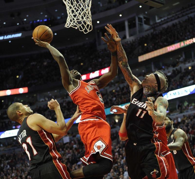 Luol Deng z Chicago Bulls w starciu z Miami Heat /AFP