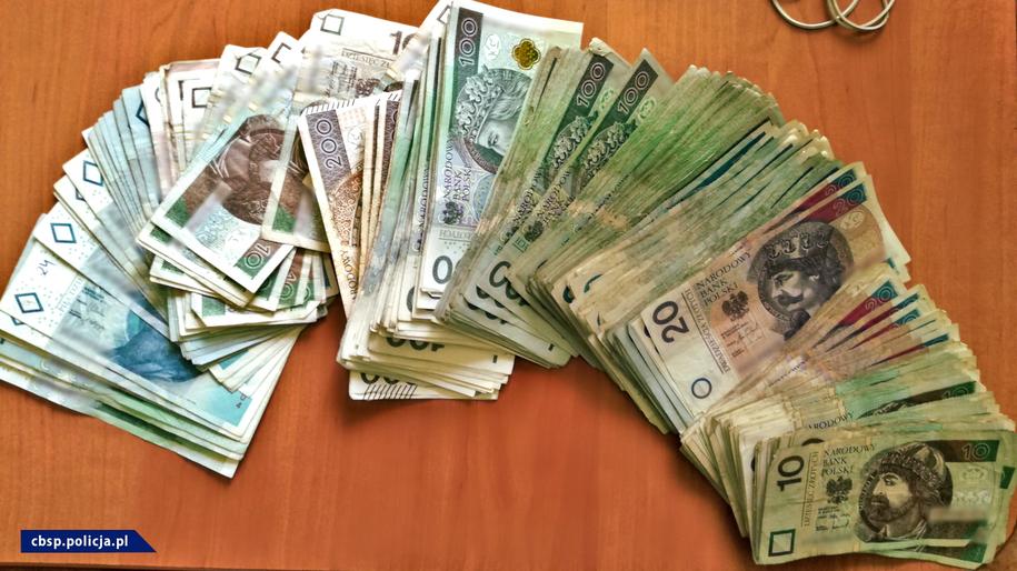 Łupem przestępców padały głównie pieniądze i biżuteria /CBŚP