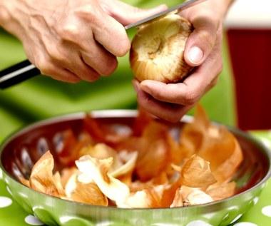 Łupiny z cebuli: Dlaczego nie warto ich wyrzucać?