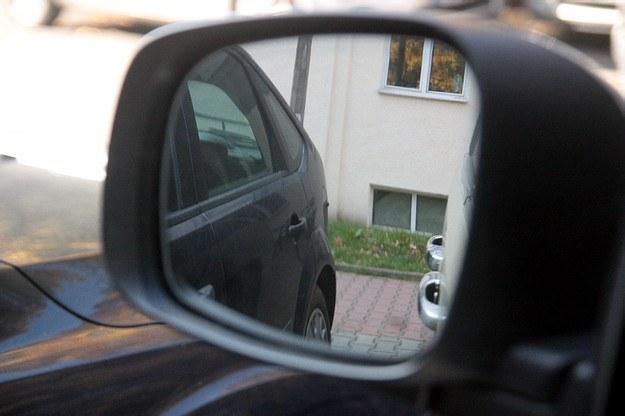 Lusterka przydają się nie tylko podczas jazdy do przodu /INTERIA.PL