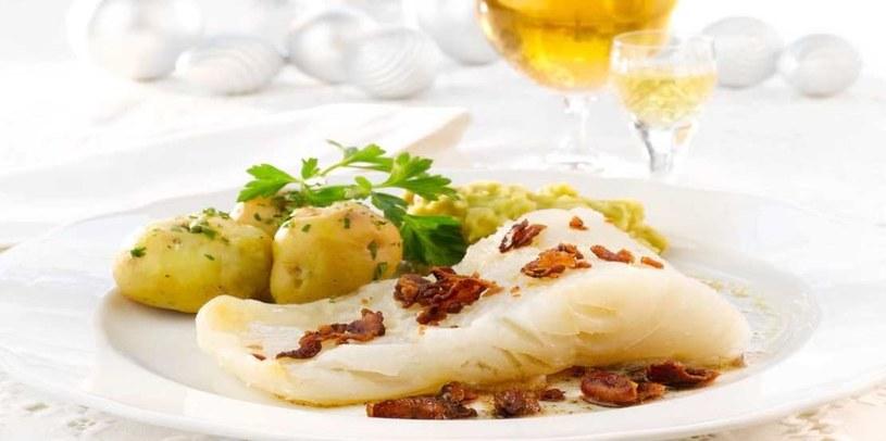 Lutefisk z gulaszem groszkowym, boczkiem i ziemniakami /materiały prasowe