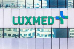 Luxmed musi wyrzucić 90 dawek szczepionki. Agencja Rezerw Materiałowych zabrała głos