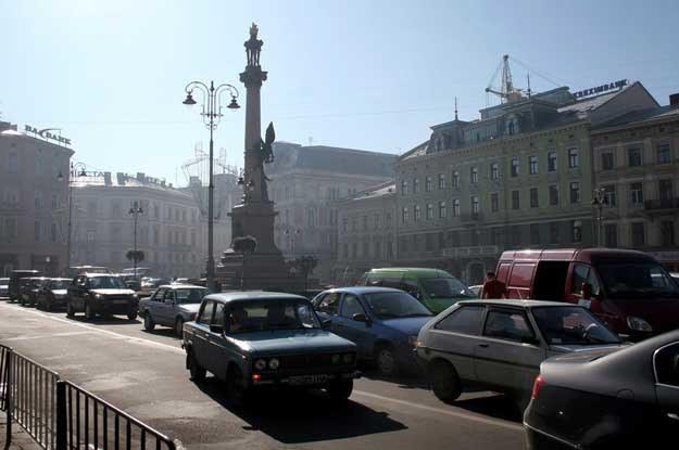Lwów, Pomnik Adama Mickiewicza. Fot. Jacek Wajszczak /Reporter