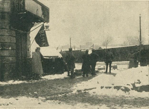 """Lwów w czasie walk w listopadzie 1918 roku. na zdjęciu Placówka """"Bema"""" /Polona /Biblioteka Narodowa"""