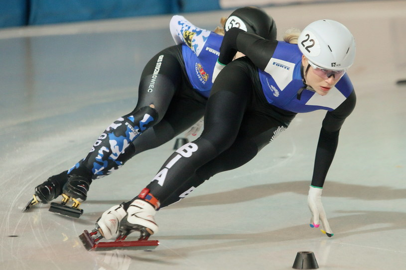 Łyżwiarki Natalia Maliszewska (P) i Kamila Stormowska (L) w super finale na dystansie 3000 m kobiet podczas mistrzostw Polski w short tracku /Adam Reszko /PAP