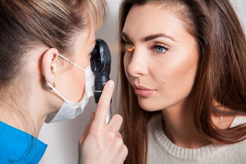Łzawienie oczu może być objawem poważnych chorób /123RF/PICSEL
