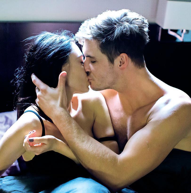 """""""M jak miłość"""": Iza i Marcin znów spędzą ze sobą namiętną noc. Ale okaże się, że to nic nie znaczy... /Tele Tydzień"""