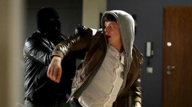 """""""M jak miłość"""": Łukasz zostaje zaatakowany przez gangstera /Agencja W. Impact"""