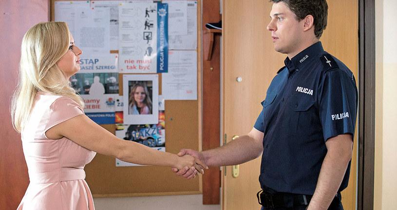 """""""M jak miłość"""": Początkowo Janek bierze Sonię za osobę, która spowodowała stłuczkę /Tele Tydzień"""