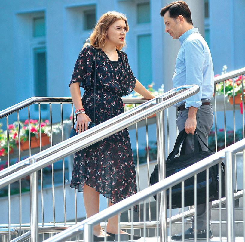 """""""M jak miłość"""": Ula przyjeżdża po ojca do szpitala. Próbuje przekonać go, by powiedział o swojej chorobie pozostałym członkom rodziny /Agencja W. Impact"""