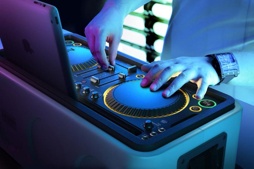 M1X-DJ - nowy sprzęt dla DJ-ów amatorów, którzy chcą spróbować swych sił za deckami /materiały prasowe