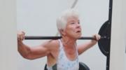 Ma 73 lata, a wykonuje ćwiczenia, którym nie mogą sprostać trenerzy fitnessu