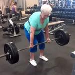 Ma 78 lat, ale formy możesz jej pozazdrościć! - wideo