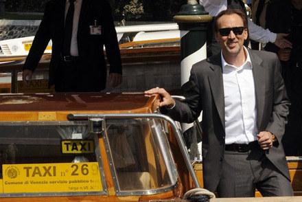 Ma sporo aut, ale czasami musi jeździć taksówkami /AFP