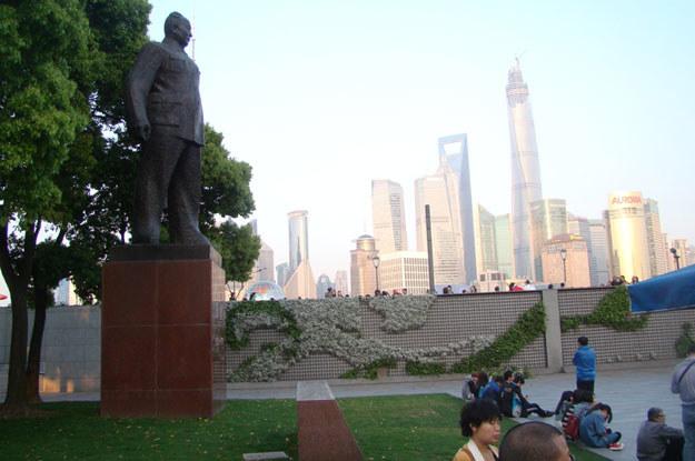 Ma Ze Dong spoglądający z pomnika na centrum Szanghaju musi być zdumiony, jak zmieniły się Chiny /INTERIA.PL