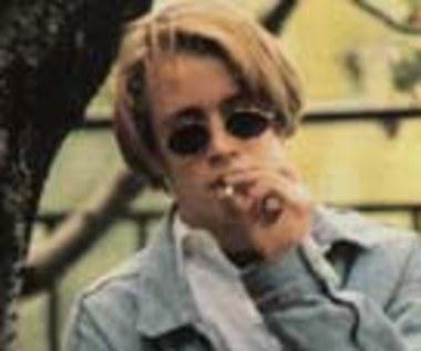 Macaulay Culkin morduje!