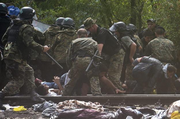 Macedonia: Funkcjonariusze wystrzelili dwa granaty ogłuszające /PAP/EPA