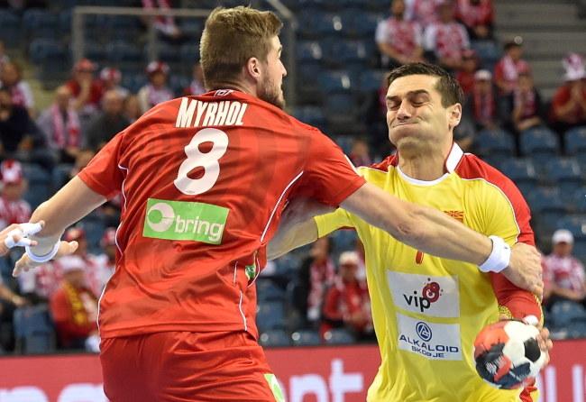 Macedońska gwiazda piłki ręcznej Kirył Łazarow i Norweg Bjarte Myrhol /Jacek Bednarczyk /PAP