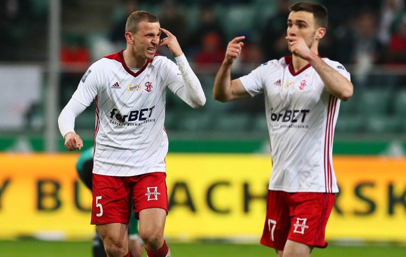 Maciej Dąbrowski (z lewej) i Carlos Moros zawinili przy straconych bramkach ŁKS-u /Rafal Gaglewski/REPORTER  /East News