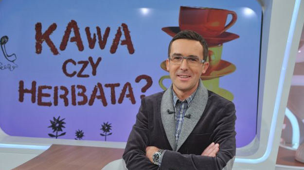 """Maciej Kurzajewski całe wakacje spędzi na dywagacjach: """"Kwa czy herbata?"""" /TVP"""