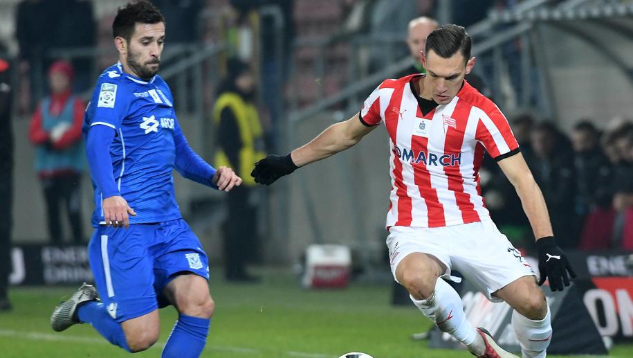 Maciej Makuszewski (po lewej) i Damian Dąbrowski (po prawej) podczas meczu Cracovia - Lech Poznań /Jacek Bednarczyk   /PAP