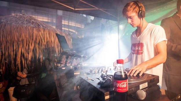 Maciej Musiał pracuje jako DJ! /www.maciejmusial.com /internet