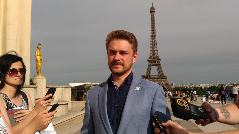 Maciej Riemer odpowiada na pytania dziennikarzy w Paryżu /Dariusz Jaroń /INTERIA.PL