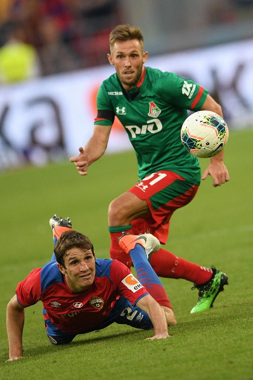 Maciej Rybus w ligowym meczu z CSKA Moskwa. Na ziemi Mario Fernandes /EastNews /East News