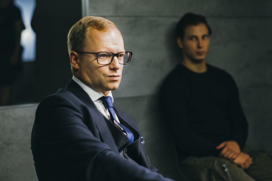 Maciej Stuhr na planie filmu /fot.N. Szuldrzynska /Materiały prasowe