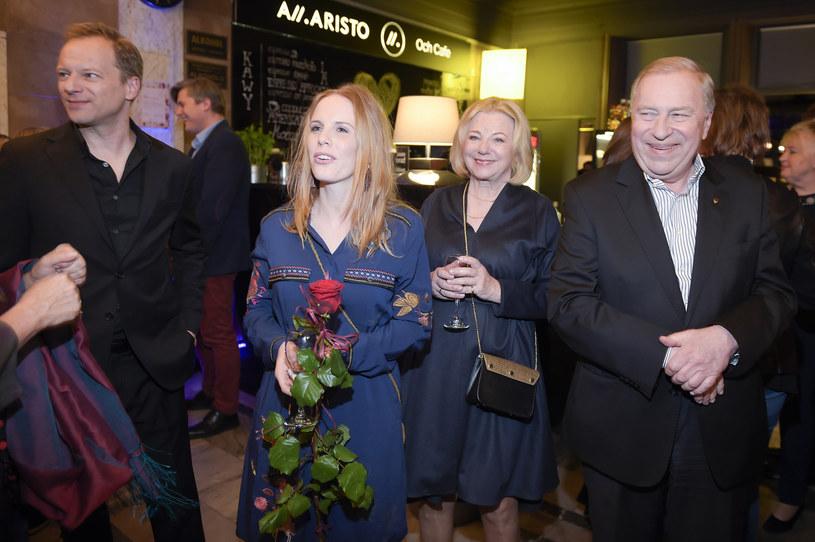 Maciej Stuhr z żoną Katarzyną Błażejewską oraz rodzicami Barbarą i Jerzym /AKPA