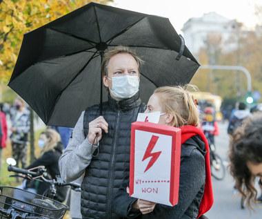 Maciej Stuhr z żoną na protestach w Warszawie