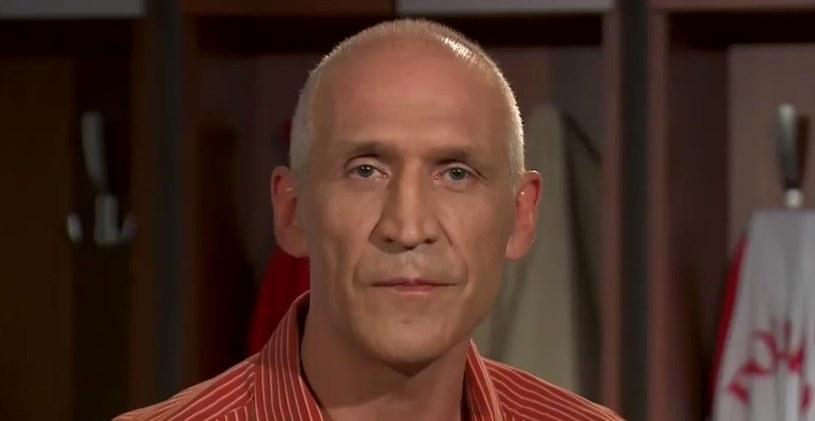 Maciej Szczęsny w studiu TVP. /