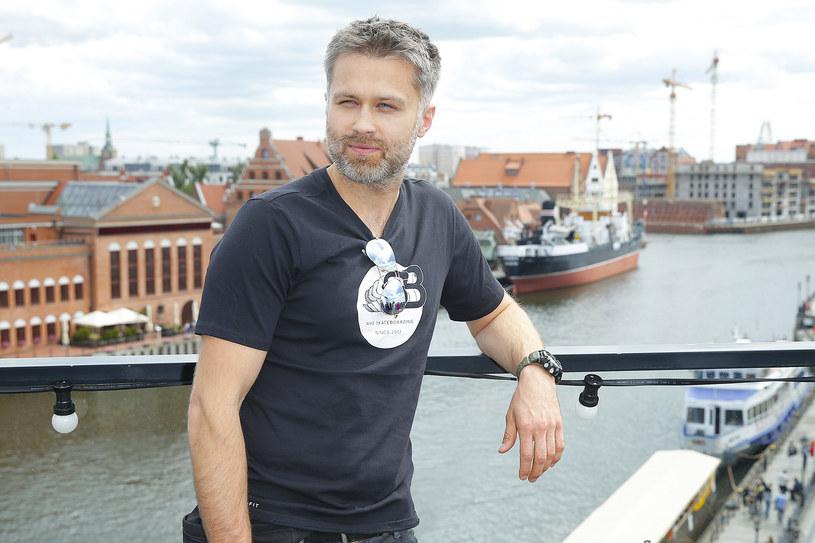Maciej Zakościelny jest jednym z najpopularniejszych i najbardziej lubianych polskich aktorów. Najnowsze zdjęcie artysty wywołało duże kontrowersje /AKPA