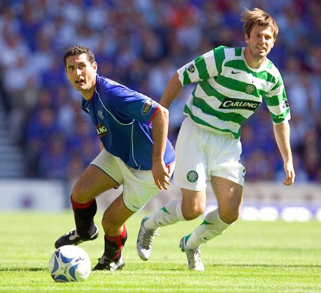 Maciej Żurawski (z prawej) w barwach Celticu Glasgow /AFP