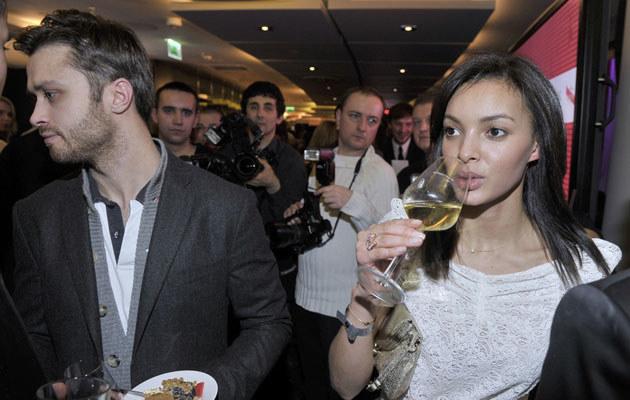 Maciek i Diana nie lubią afiszować się swoją miłością przed tłumem paparazzich. /Kurnikowski /AKPA